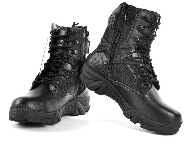 Boots With Zipper Design